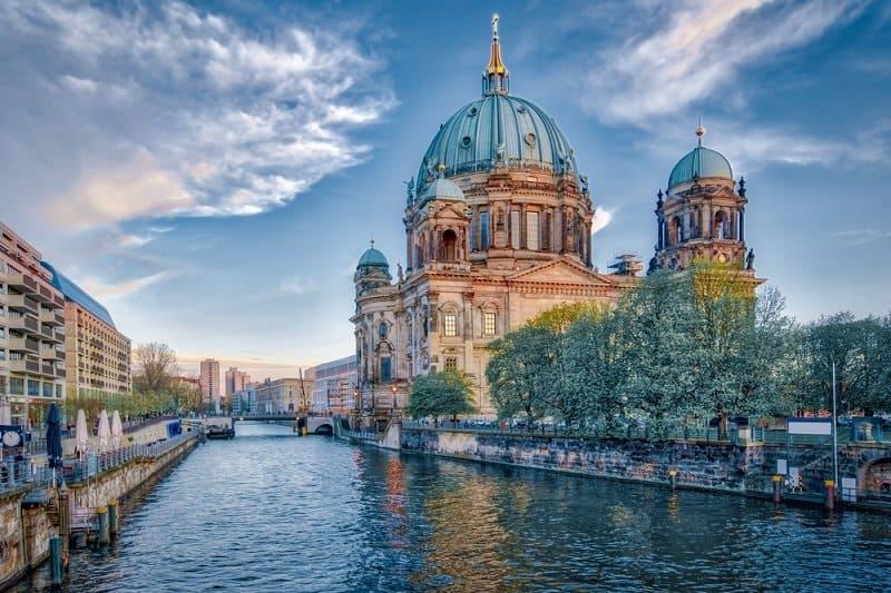 """עצמאית או עם חברת החזקות: איך הכי בטוח לרכוש נדל""""ן בגרמניה?"""